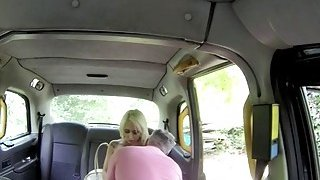 Big juggs blond woman banged in the cab for a free fare
